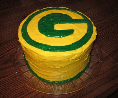 This green and gold Green Bay Packers Cake is a show stopping layer cake that will surely be the star of your next football party! | www.CuriousCuisiniere.com