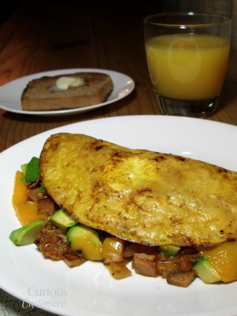 Bacon, turkey, avocado... for breakfast. This recipe for a Turkey Club Omelette is a breakfast that will keep you going throughout the day. And, it's a perfect way to use up leftover holiday turkey! - Turkey Club Omlette - Curious Cuisiniere