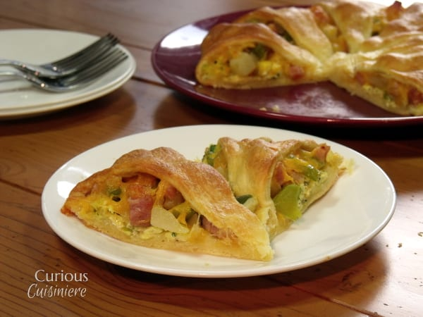 Denver Breakfast Ring - Potatoes, green peppers, and ham make this Croissant Breakfast Ring quite hearty and tasty! It's the brunch take on a classic Denver Breakfast Skillet! -  from Curious Cuisiniere