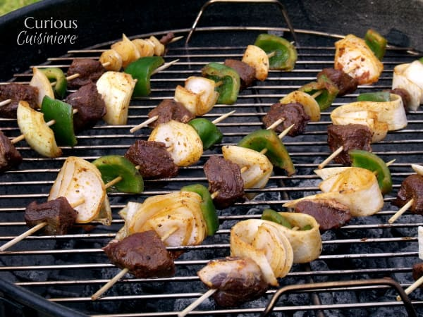 Say hello to a new way to enjoy fajitas at a cookout! These Fajita Style Venison Kabobs mean no plates are required to enjoy your fajita flavors!  | Curious Cuisiniere