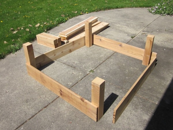 Building Raised Beds {GROW YOUR OWN}