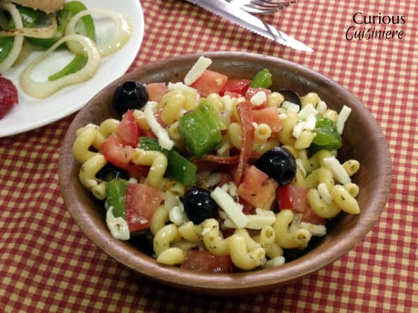 Pizza Pasta Salad from Curious Cuisiniere #SundaySupper #picnic #summer