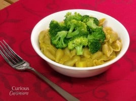 Healthy Broccoli Mac and Cheese from Curious Cuisineire #comfortfood #healthyrecipes