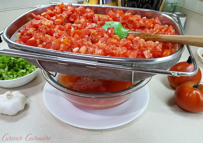 Separating the juice from the tomatoes