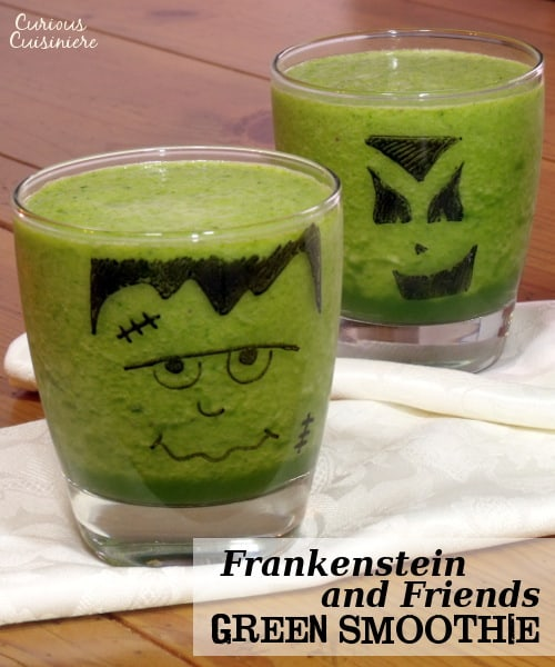 Get the kids to eat their greens with these tasty green smoothies decorated like Halloween monsters. | www.curiouscuisiniere.com