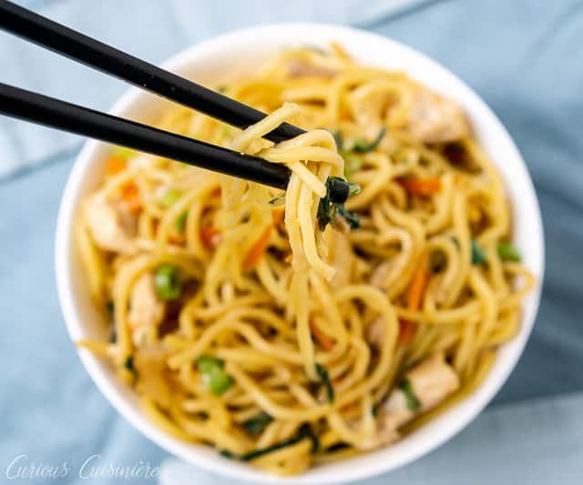 Chow mein bowl with chopsticks| www.CuriousCuisiniere.com
