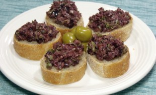 Bright olives and capers make up a flavorful South France olive tapenade. The perfect appetizer for your next party!   www.curiouscuisiniere.com