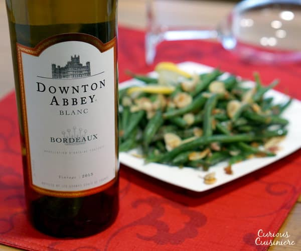 Dress up your green beans with toasted almonds and a splash of lemon. Haricots Verts Amadine is the perfect, easy yet elegant side dish for your holiday dinner!   www.curiouscuisiniere.com