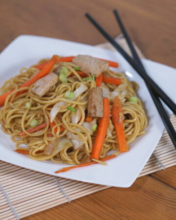 This recipe for a traditional Japanese Yakisoba is a budget-friendly stir fried noodle dish that is perfect for using up leftover meat, like pork, chicken, or turkey. | www.curiouscuisiniere.com