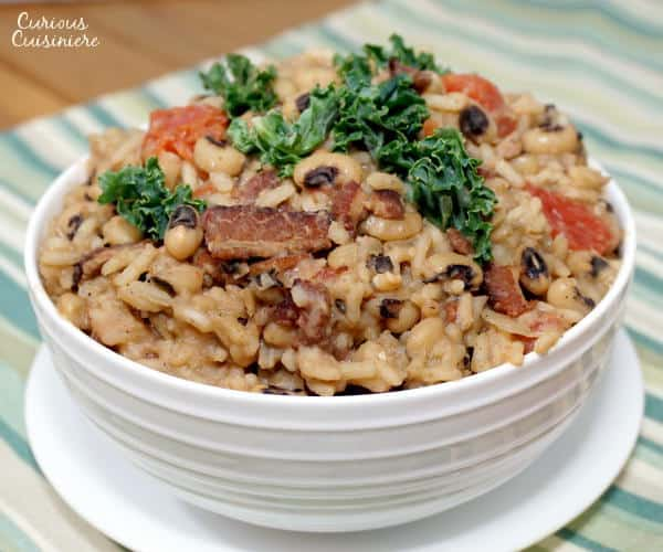 How can you resist rice with black eyed peas and bacon? Not only is Hoppin' John a comforting, traditional Southern soul food recipe, it is said to bring good luck for the New Year. | www.curiouscuisiniere.com