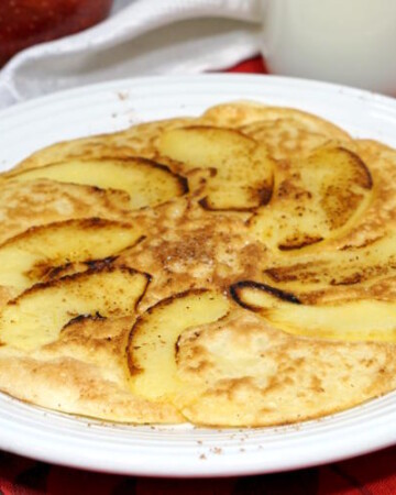 Apfelpfannkuchen, or German Apple Pancakes, are a light and eggy breakfast treat, full of slices of sweet, caramelized apples. | www.CuriousCuisiniere.com