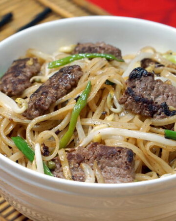 Beef Chow Fun Cantonese Beef Noodle Stir Fry Curious Cuisiniere