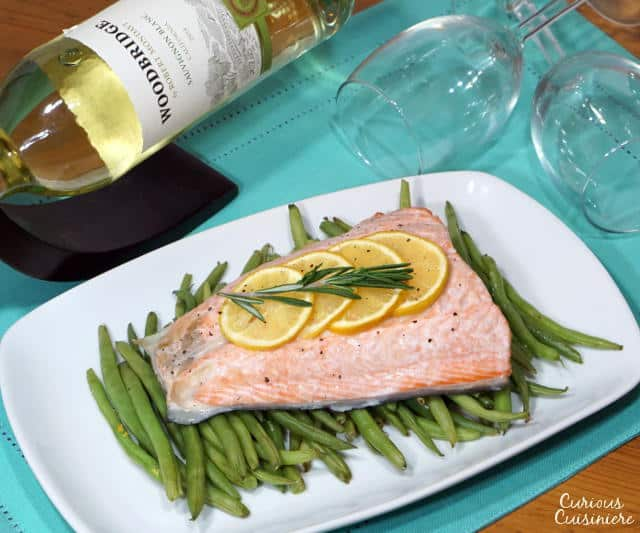 This quick and healthy Salmon en Papillote brings light lemon and earthy rosemary together in a beautifully steamed package for a dinner recipe that is simple to prepare and easy to clean up. | www.CuriousCuisiniere.com