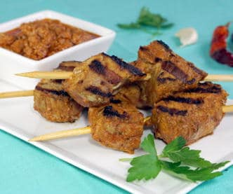 Tender, flavor-infused pork skewers, Pinchos Morunos, are the perfect summer appetizer. We've added a spicy flair by serving them with a Spanish Mojo Picon sauce. | www.CuriousCuisiniere.com