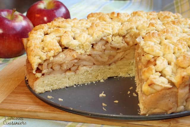 This Szarlotka recipe combines a thick layer of apples with a dense, cake-like crust and a crumble topping, to create a Polish apple pie that is sure to be a fall favorite. | www.CuriousCuisiniere.com
