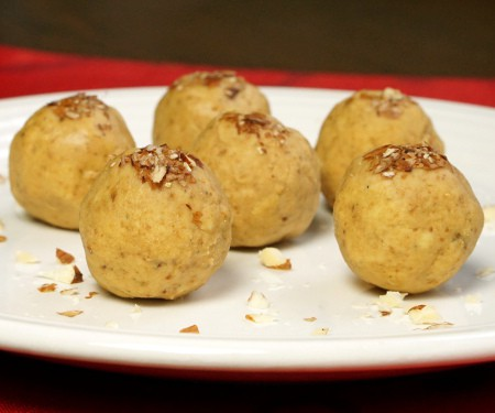Besan Ladoo (Indian Chickpea Candy)
