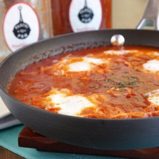 Shakshuka. It might look hard to pronounce, but one word holds the key to a flavorful, one pan dinner that is about to get even easier with pantry shakshuka from Pantry To Pan. | www.CuriousCuisiniere.com