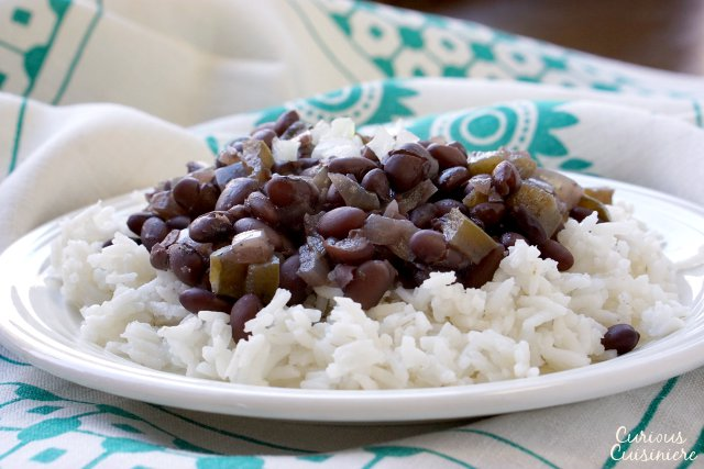 With lots of flavor from green peppers and onions, long simmering and deeply flavorful, black beans (frijoles negros) are the essential side dish to any Cuban meal. | www.CuriousCuisiniere.com
