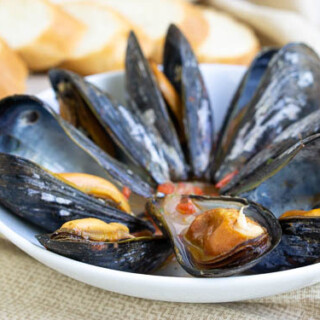 For an elegant summer appetizer, try these Galician Style Mussels in white wine and tomato sauce. These musselsare quick and easy to prepare. And, they are the perfect recipe to pair with a crisp Spanish white wine, like an Albariño.| www.CuriousCuisiniere.com