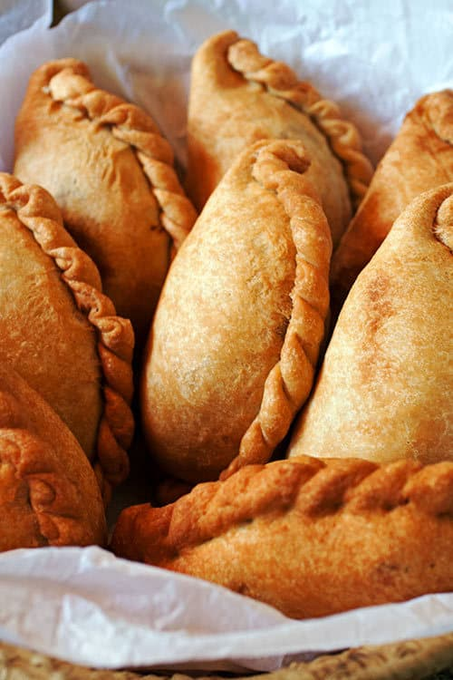 With a crispy-sweet crust and a juicy chicken filling, Empanadas de Pollo, Bolivian chicken empanadas, are a great recipe for your next get together. | www.CuriousCuisiniere.com