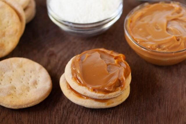 Chilenitos - Chilean Dulce de Leche sandwich cookies